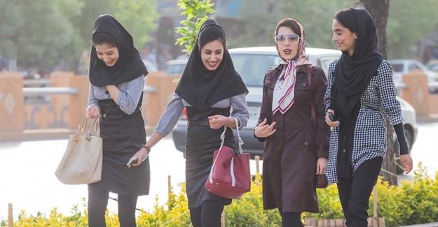 İran'da 'Instagram modelleri islami olmadığı için' tutuklandı