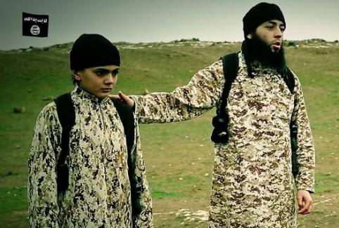 IŞİD, iki esirini Fransız çocuklara infaz ettirdi