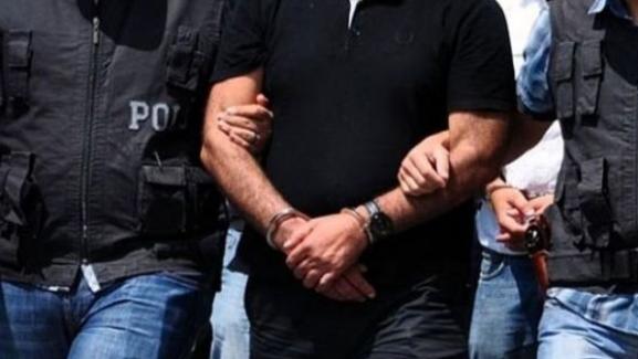 İzmir'de paralel yapı operasyonu, Vali ve Emniyet Müdürü gözaltına alındı