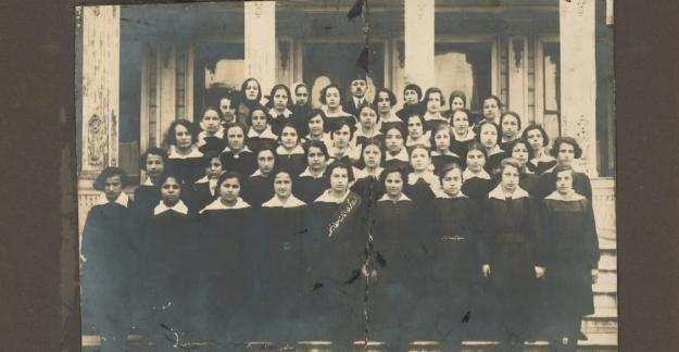Kadıköy'ün Eski Okulları Kartpostallarda