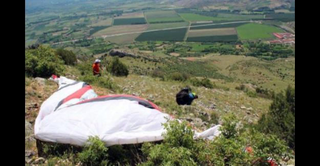 Kayalıklara düşen paraşütçü yaşadığı dehşeti anlattı