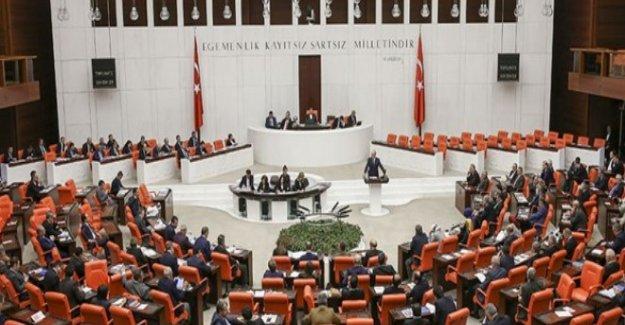 Meclis'teki dokunulmazlık teklifinin tümü referandumsuz 376 oyla kabul edildi