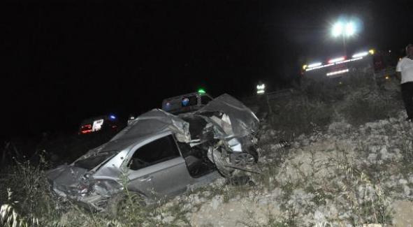 Mersin'de otomobil şarampole yuvarlandı: 2 ölü