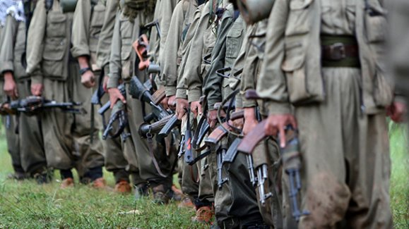 PKK'lılar çiftçileri kaçırıp erzak aldırdı!