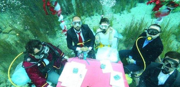 Sakarya Nehrinin içinde evlendiler