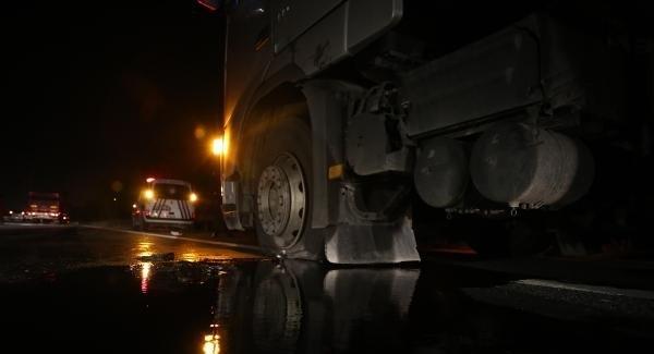 Sakarya Valisinin korumaları, sürücüsünün 'Yol vermediği' TIR'a ateş açtı