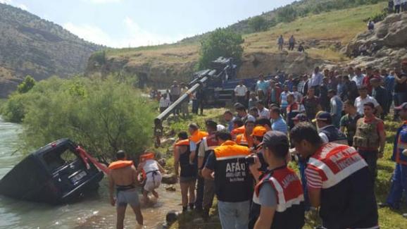 Siirt'te Botan Çayı'na düşen otomobilde 2 kişi hayatını kaybetti