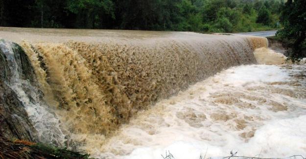 Sinop'ta yoğun yağış sel getirdi