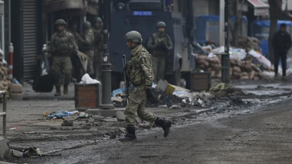 Teröristlerin tuzakladığı 5 bin patlayıcı imha edildi