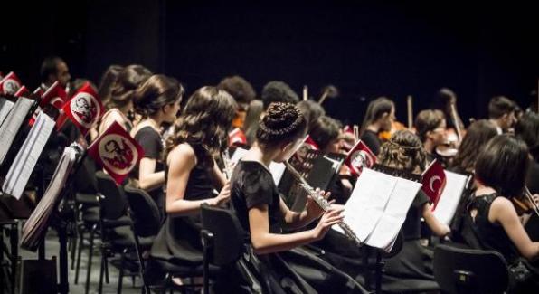 Türkiye'nin ilk 'Çocuk ve Gençlik Senfoni Orkestrası', ilk konserini verdi
