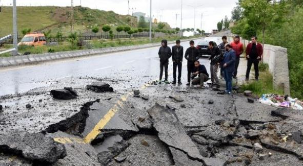 Van'da PKK'nın yola tuzakladığı bomba imha edildi