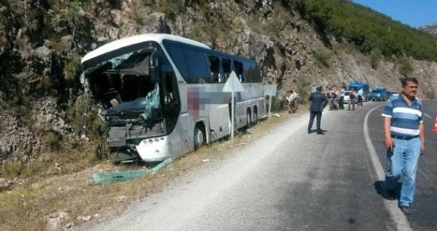 Yolcu otobüsü kaza yaptı: 2 ölü, 5 yaralı
