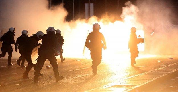 Yunanistan'da eylemciler sokakları yaktı