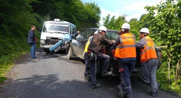 Zonguldak'ta öğrenci servis ile kamyonet çarpıştı: 12 yaralı