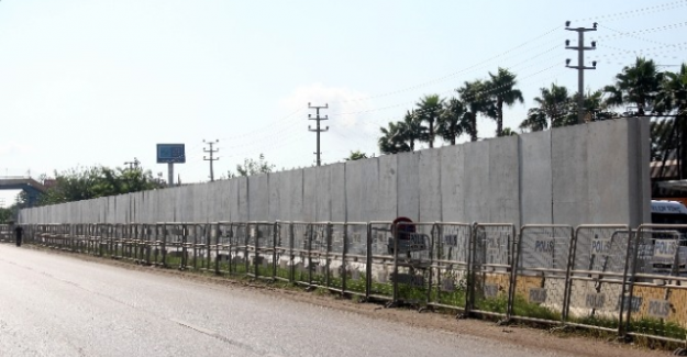 Adana ABD Konsolosluğunda beton duvarlı tedbir!