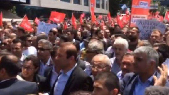 AK Parti İl Merkezi'ne yürümek isteyen CHP'lilere polis müdahalesi!