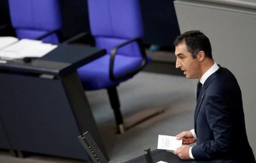 Alman Parlamentosunda Ermeni rozeti takan Cem Özdemir kimdir?