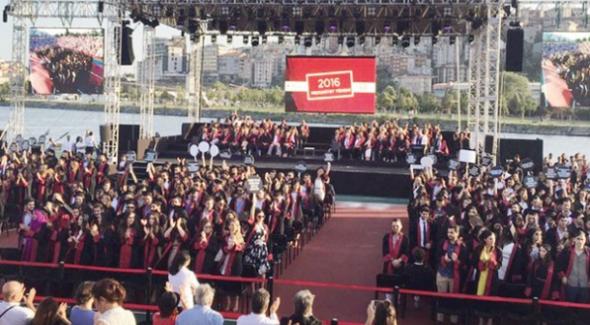 Bilgi Üniversitesi mezuniyetinde İstanbul Erkek Lisesi tarifesi