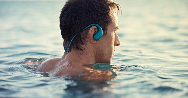 Deniz suyuna dayanıklı giyilebilir Sony Walkman NW-WS413