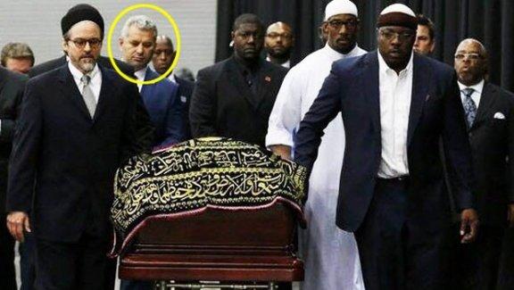 Efsane boksör Muhammed Ali'nin cenazesini taşıyan tek Türk!