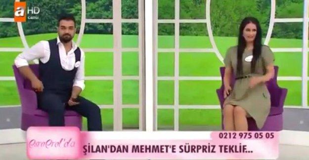 Gelin adayı Şilan, locadaki Mehmet'e Türkiye'nin önünde aşkını ilan etti!