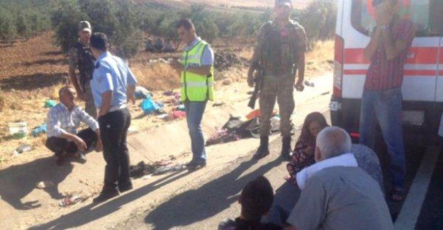 İşçileri taşıyan otobüs kaza yaptı: 3 ölü, 21 yaralı!