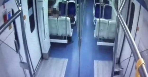 İzmir metrosunda cinsel ilişkiye giren çift