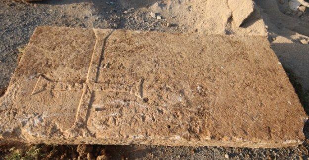 Konya'da hac işaretli mezar taşı çıkarıldı