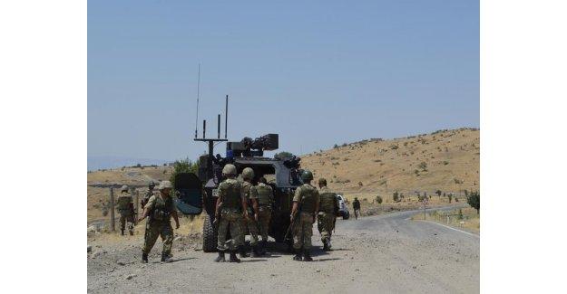 Şemdinli'de askeri araca roketli saldırı