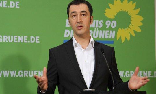 Soykırım'a evet diyen Cem Özdemir'den skandal karara savunma!
