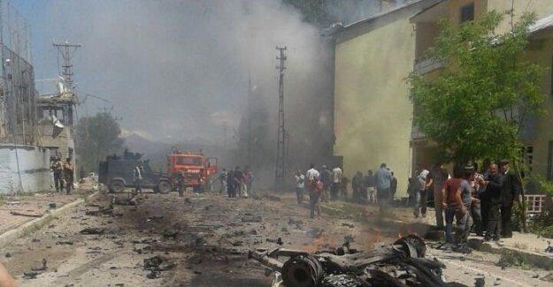 Tunceli Ovacık'ta bombalı araçla saldırı: Yaralılar var!