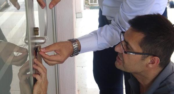 Mardin'de kapatılan okulların kapılarına mühür vuruldu