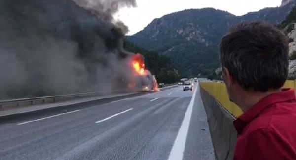 Tatilciler Dikkat! Mersin'de seyir halindeki yolcu otobüsü yandı!
