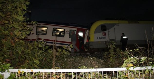 Sakarya'da iki tren birbirine girdi, 3 yaralı var