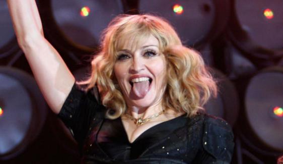 """Ünlü şarkıcı Madonna, """"Clinton'a oy verirseniz size oral seks yaparım"""""""