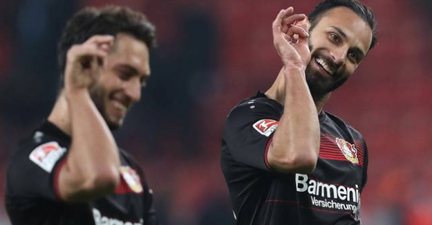 Golleri atan Hakan Çalhanoğlu ve Ömer Toprak'tan SaltBae sevinci