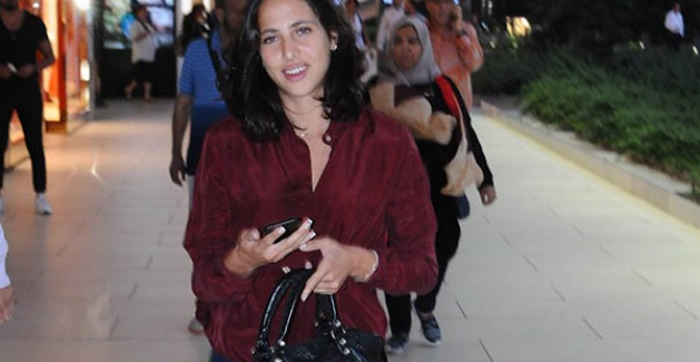 Zehra Çilingiroğlu, Emirgan'da erkek arkadaşı ile görüntülendi