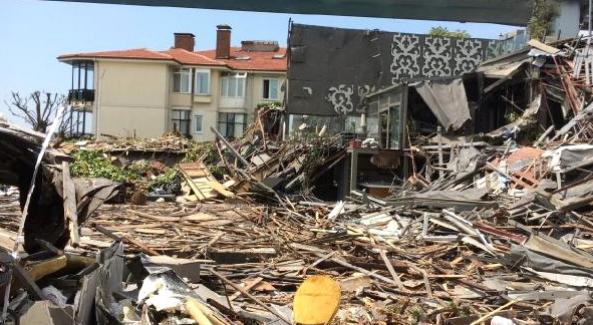 Yılbaşı gecesi 39 kişinin hayatını kaybettiği Reina yıkıldı