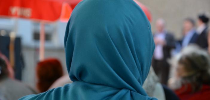 Avusturya'da Böşörtülü Müslümanlara Çirkin Saldırılar Artarak Devam Ediyor