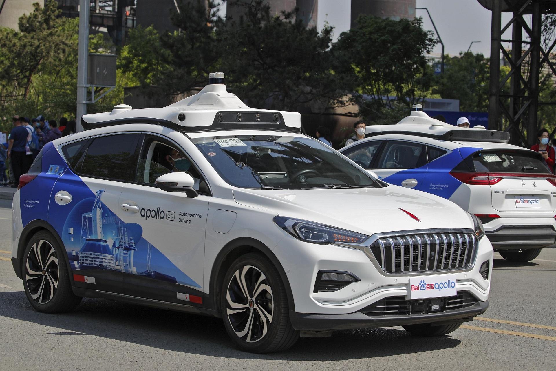 Baidu, Pekin'de ücretli sürücüsüz taksi hizmeti başlattı Çinli arama motoru Baidu, Pazar günü ücretli sürücüsüz taksi hizmetini sundu. Böylece Çin'deki otonom...