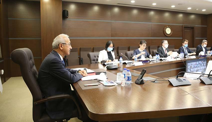 Bakan Elvan, Çinli yatırımcılarla görüştü: Yüksek teknoloji yatırımları masaya yatırdık