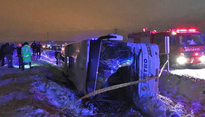 Bayburt'ta yolcu otobüsü şarampole devrildi: Ölü ve yaralılar var