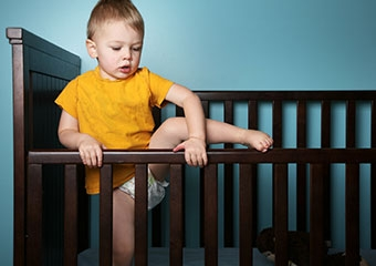 Bebeğiniz düştüğünde dikkat etmeniz gereken 10 önemli belirti