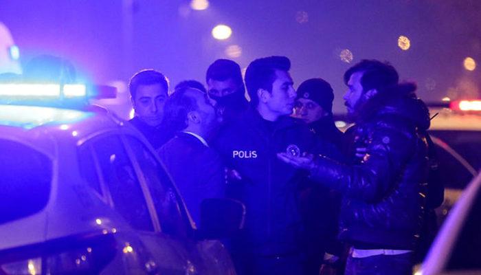 Beşiktaş'ta gece kulübü önünde silahlı kavga!