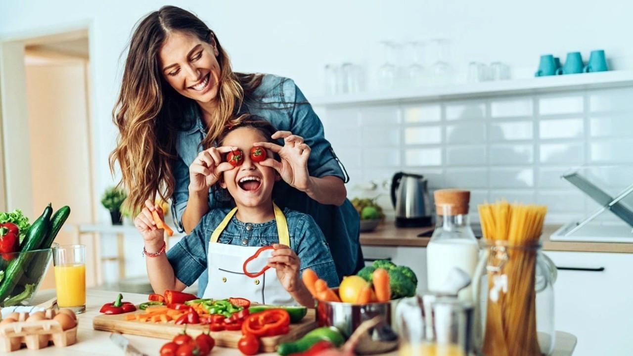 Beslenme konusunda çocuğunuza iyi örnek olun