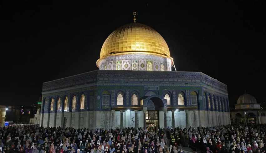 Binlerce Filistinli, Kadir Gecesi'nde Mescid-i Aksa'ya akın etti