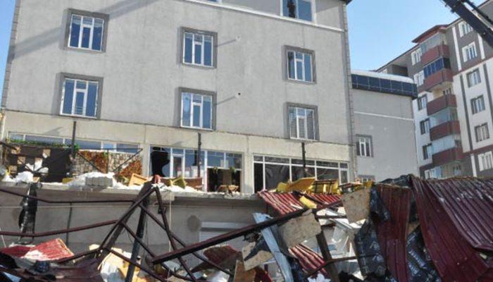 Bitlis'te çatıdan düşen kar kafeyi çökertti: 1 ölü, 7 yaralı