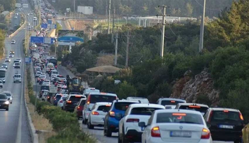 Bodrum'a 100 Bin araç girdi, trafik kilitlendi!