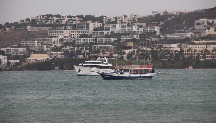 Bodrum'da tur teknesiyle gezen Japon turistleri göçmen sandılar