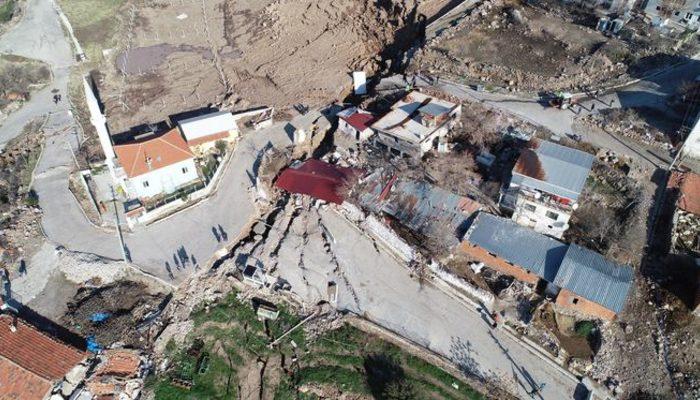 Bornova'da büyük tehlike! Köy ikiye bölündü